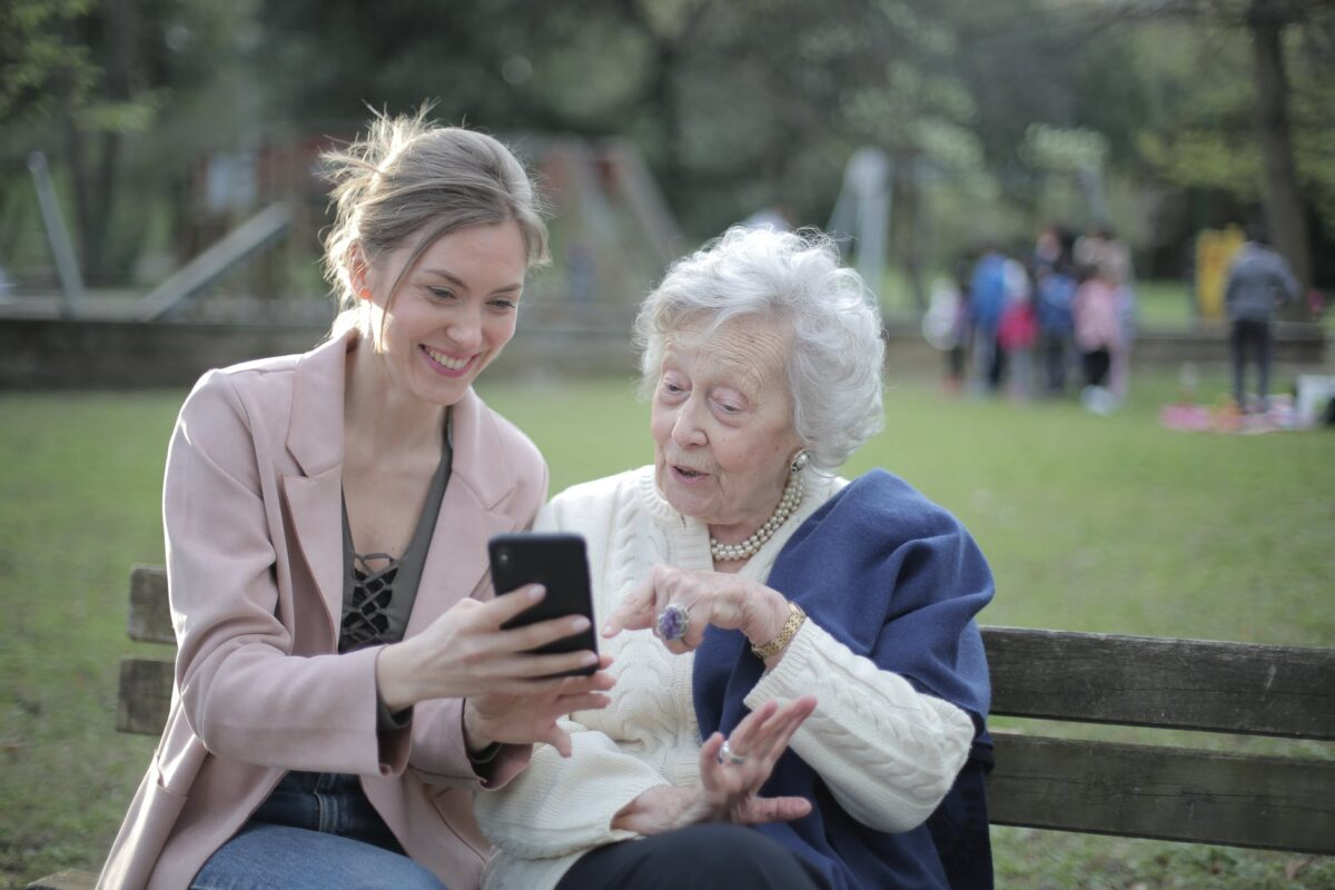 Cómo ayuda Internet a la salud mental de adultos mayores en pandemia